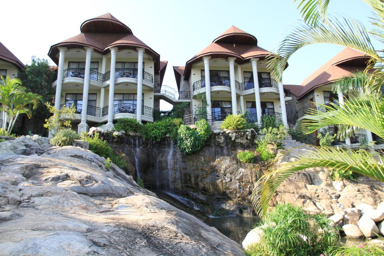 Отель  Malaika Beach Resort