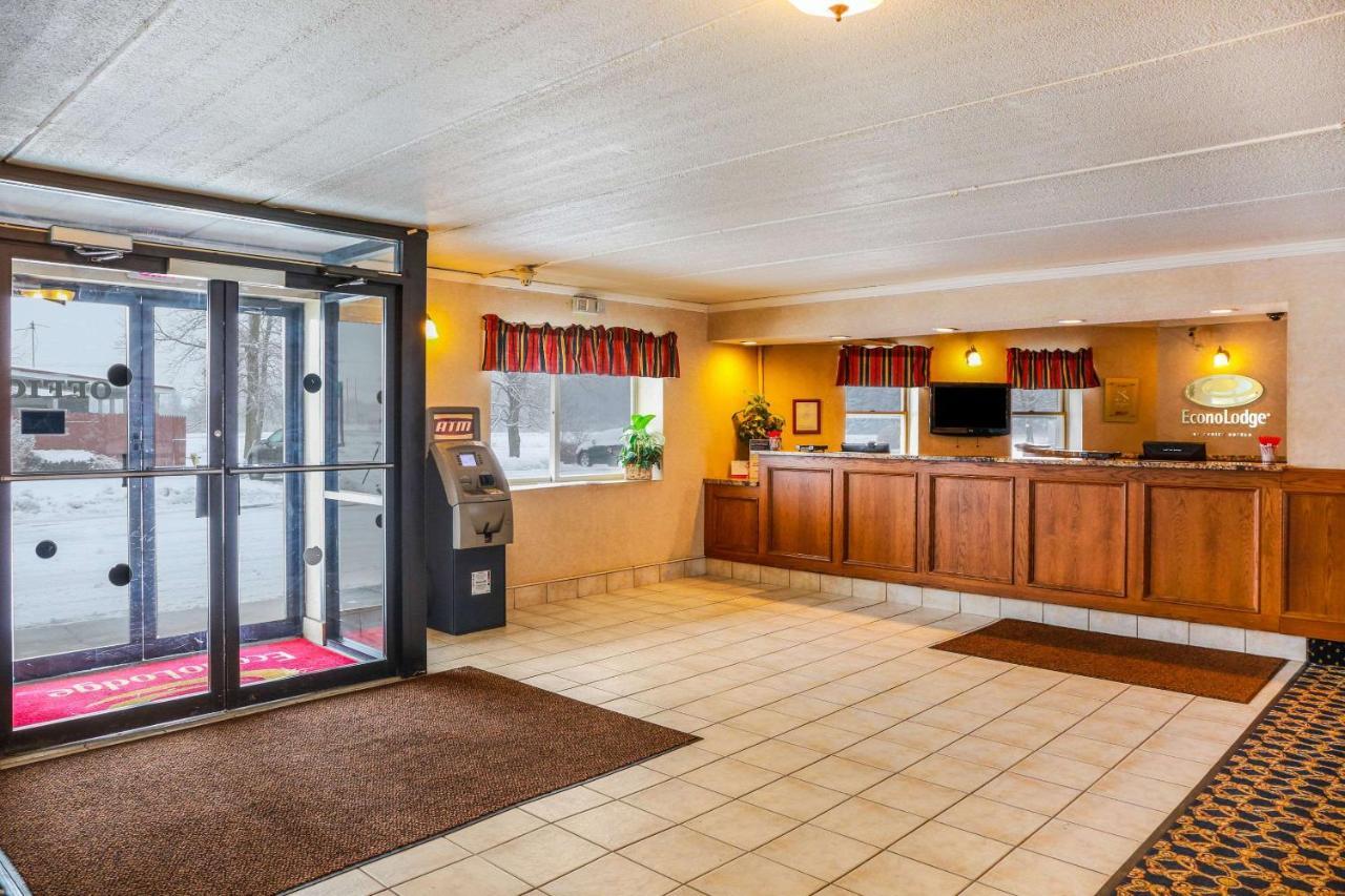 Отель  Отель  Econo Lodge Darien Lakes