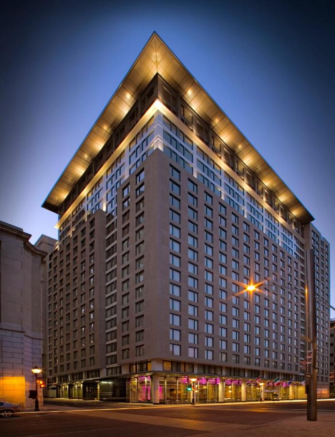 Отель  Embassy Suites By Hilton - Montreal