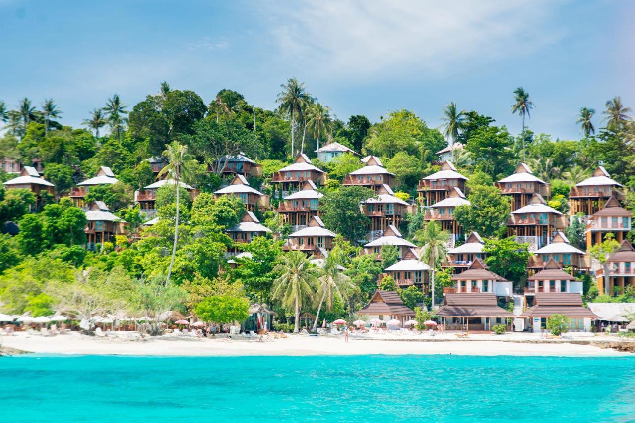 A piscina localizada em Phi Phi The Beach Resort ou nos arredores
