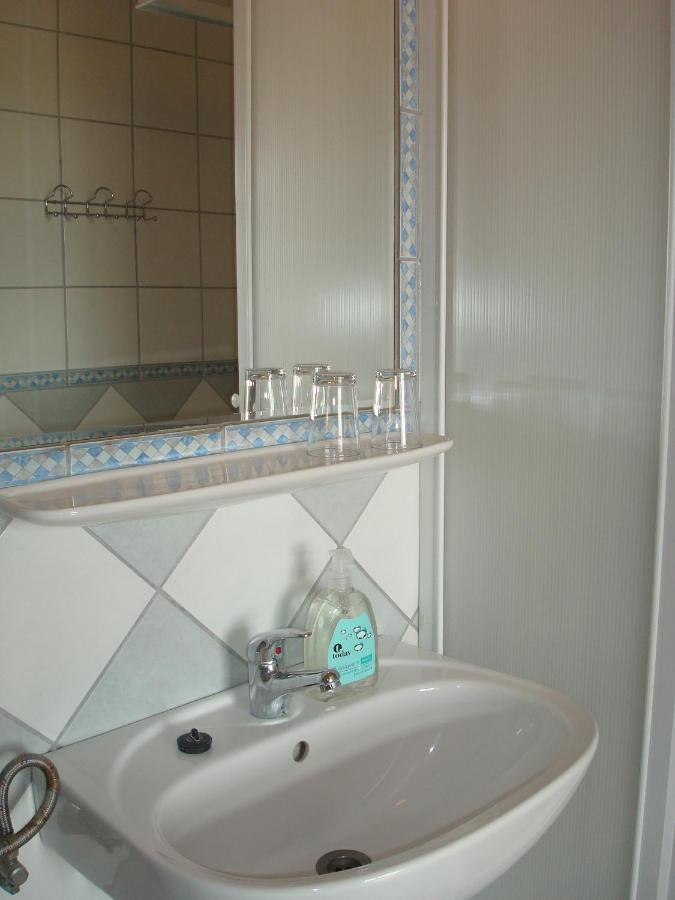 Ein Badezimmer in der Unterkunft Hotel Napsugár