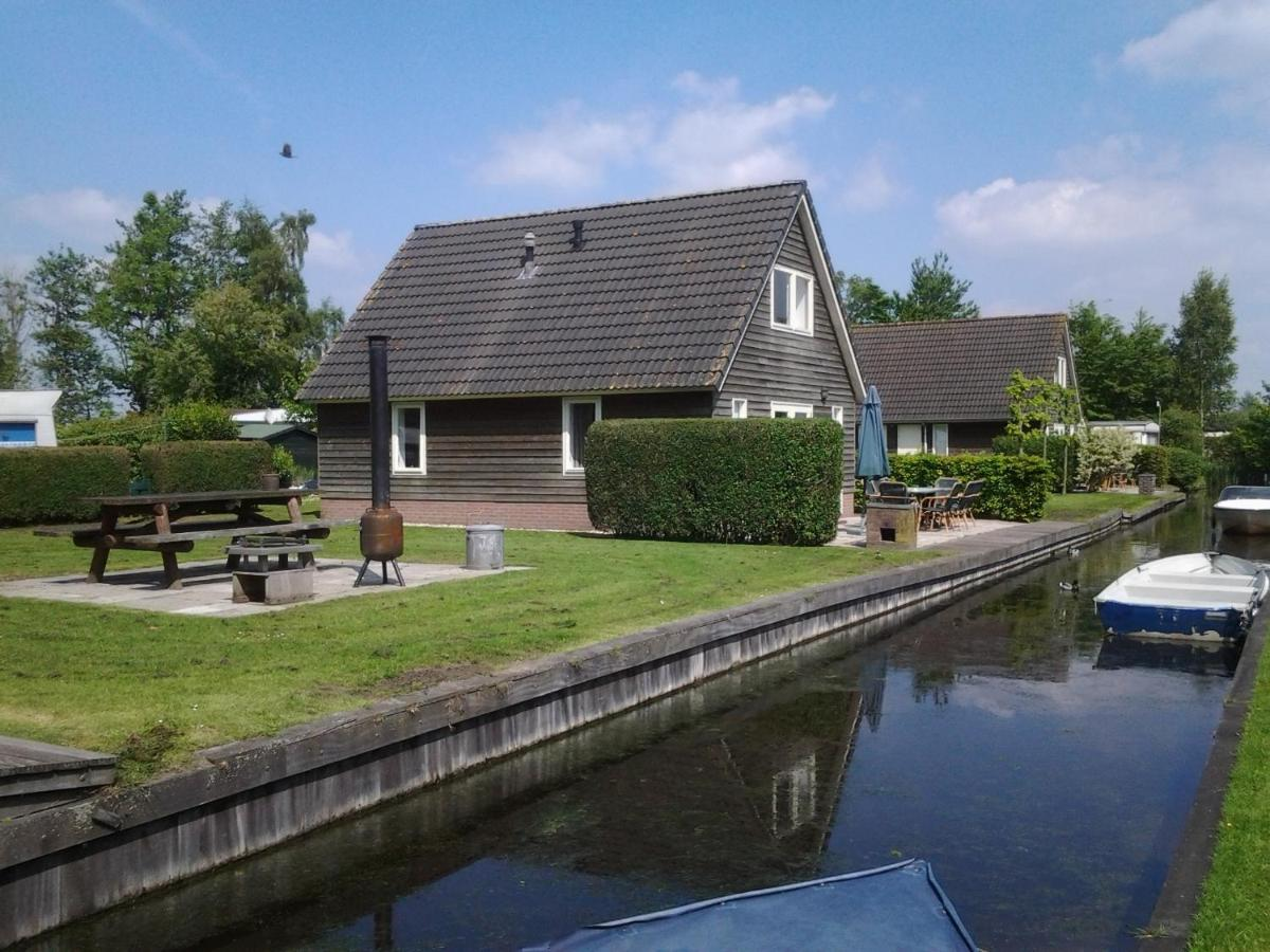 Click to view accommodation in the water village Netherlands  in Giethoorn
