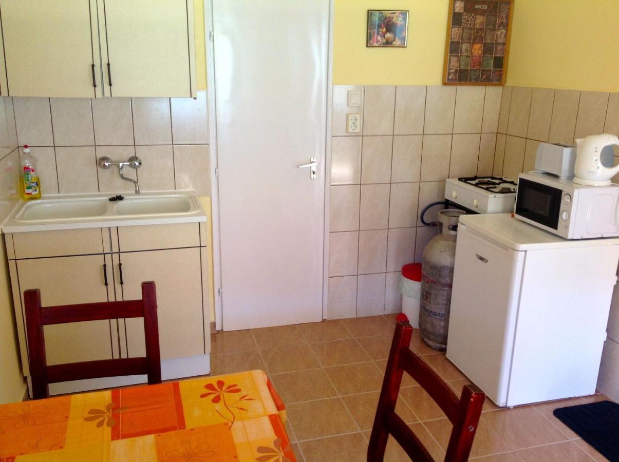 Küche/Küchenzeile in der Unterkunft Szent Orbán Panzió
