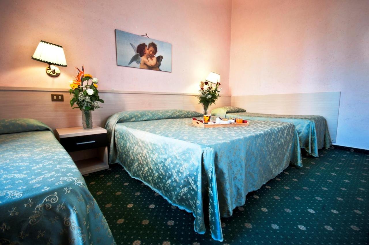 Отель  Hotel Priscilla