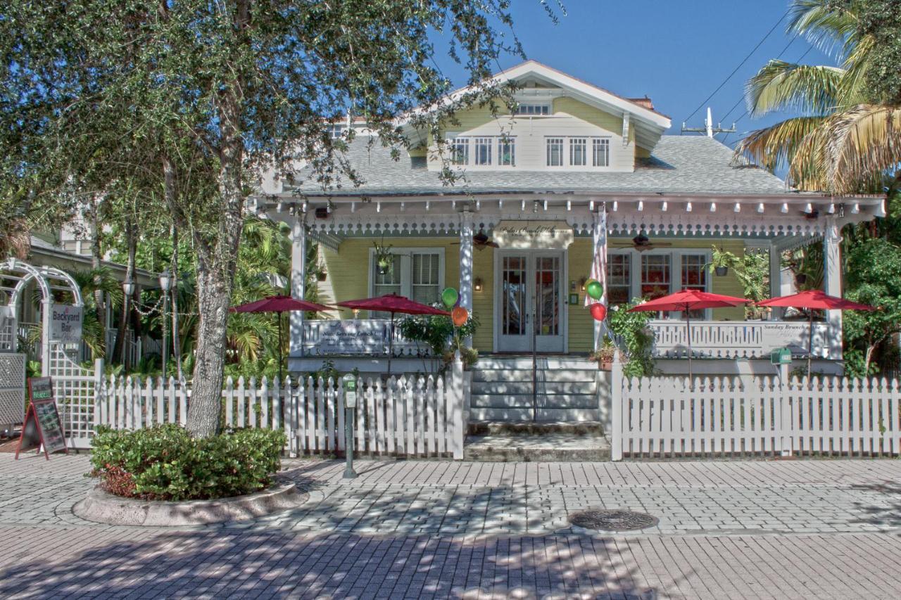 Отель типа «постель и завтрак»  Palm Beach Hibiscus Downtown