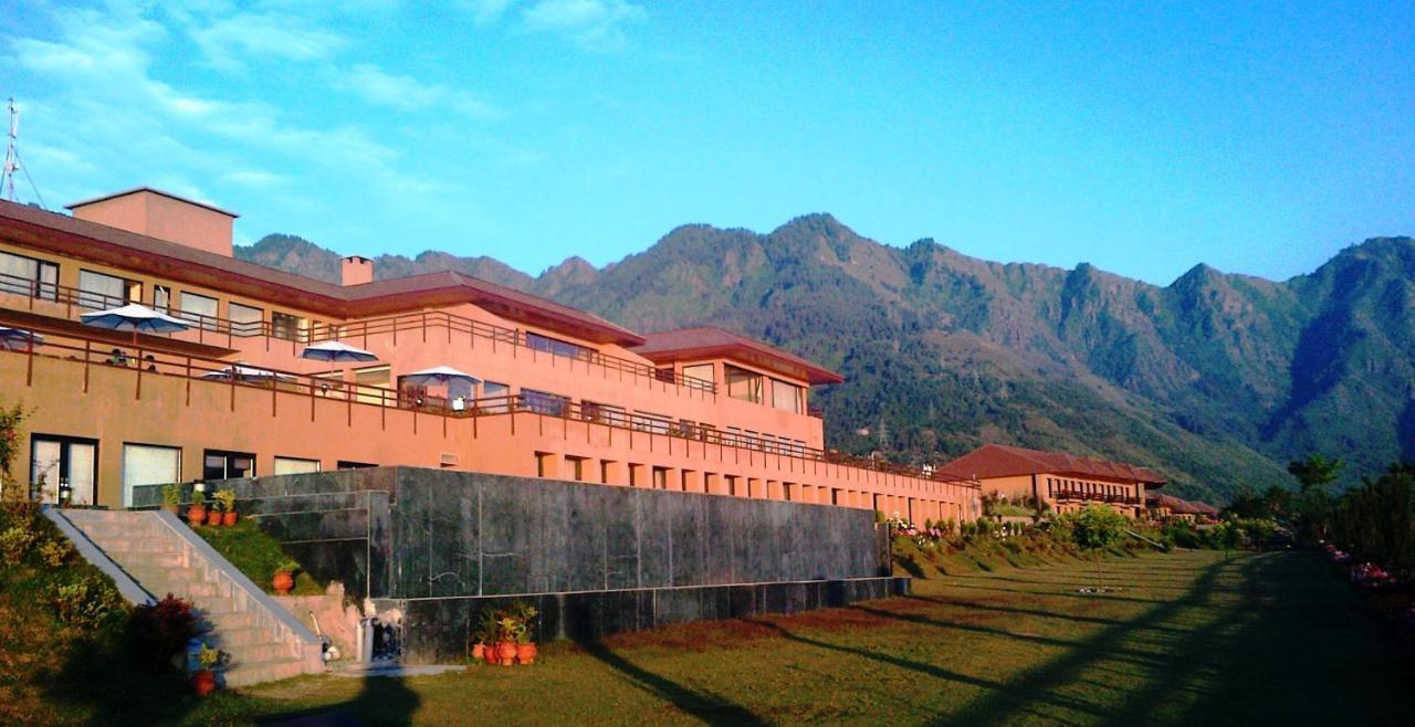 Отель  Vivanta Dal View