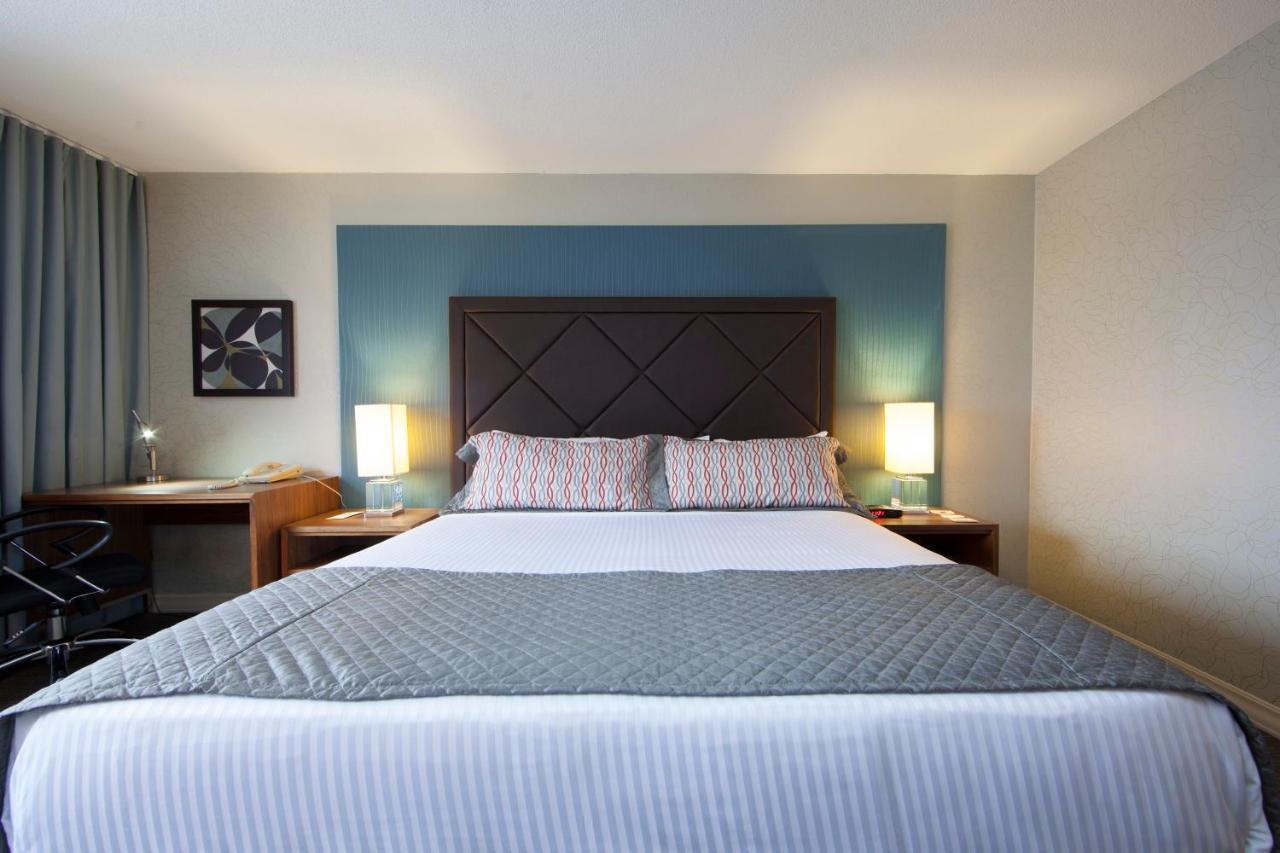 Отель  Hotel Universel Montréal