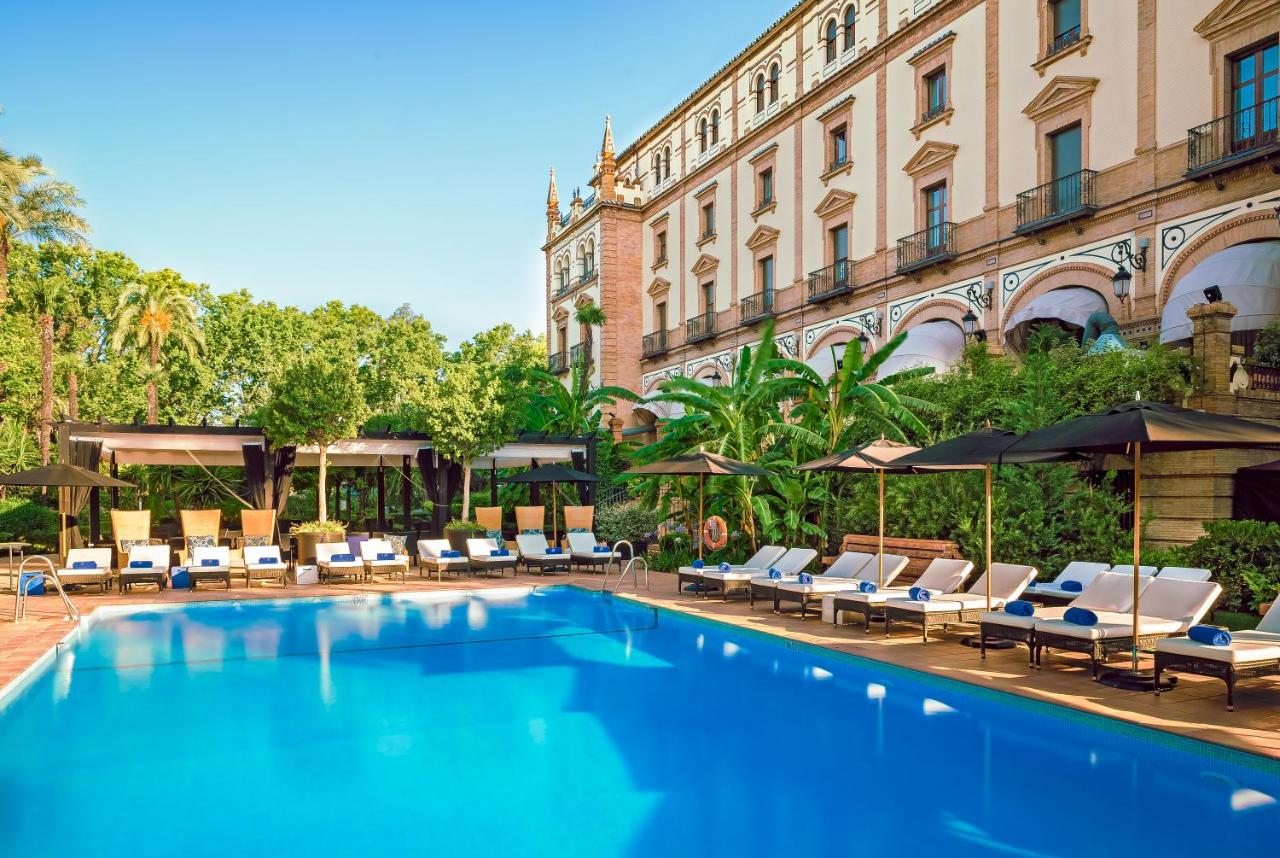 A piscina em ou perto de Hotel Alfonso XIII - A Luxury Collection Hotel