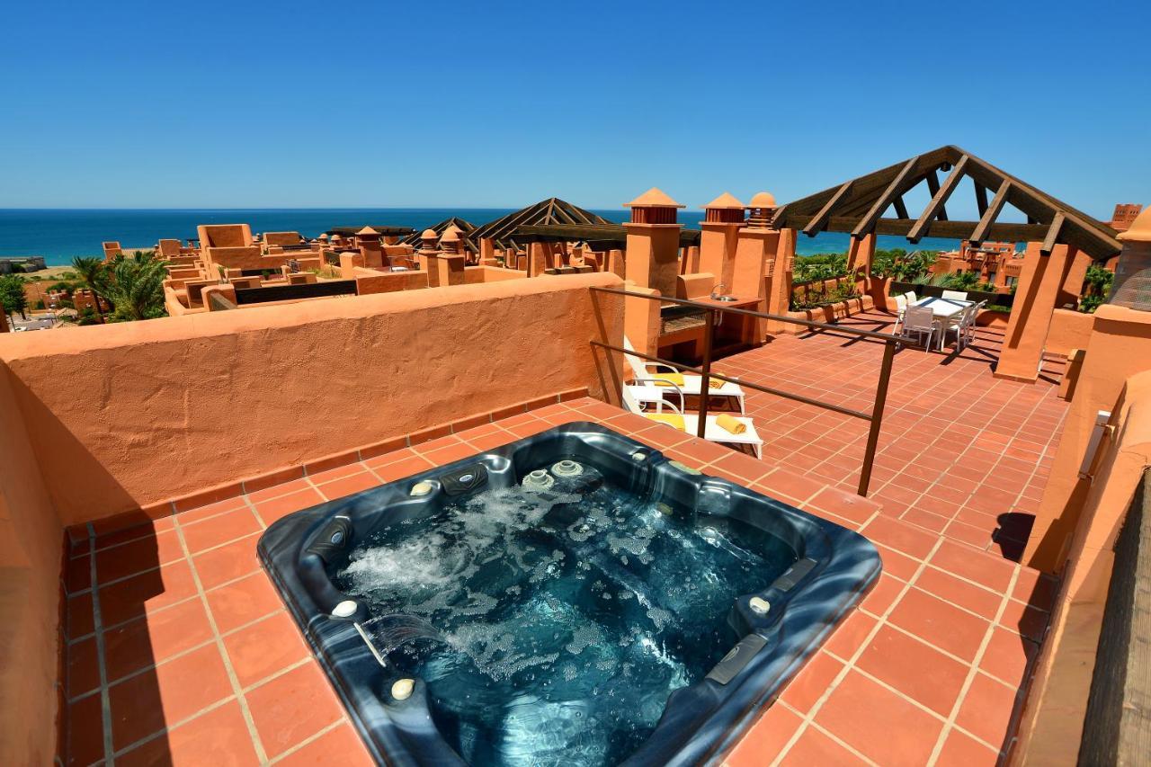 Aparthotel Novo Resort, Novo Sancti Petri, Spain - Booking.com