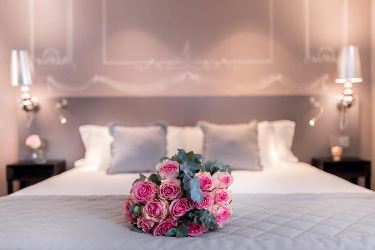 سرير أو أسرّة في غرفة في فندق بوشون