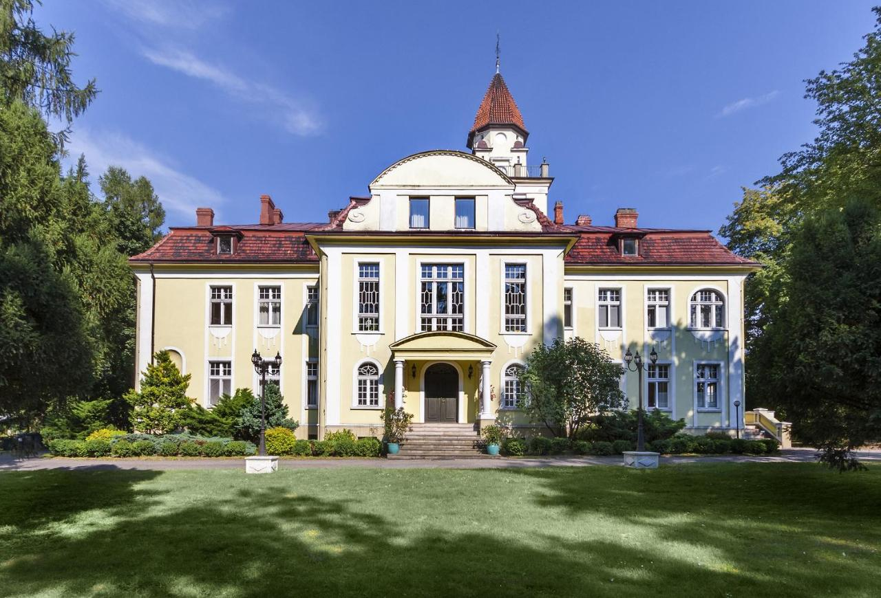 Виллы  Hotel Pałac Nieznanice