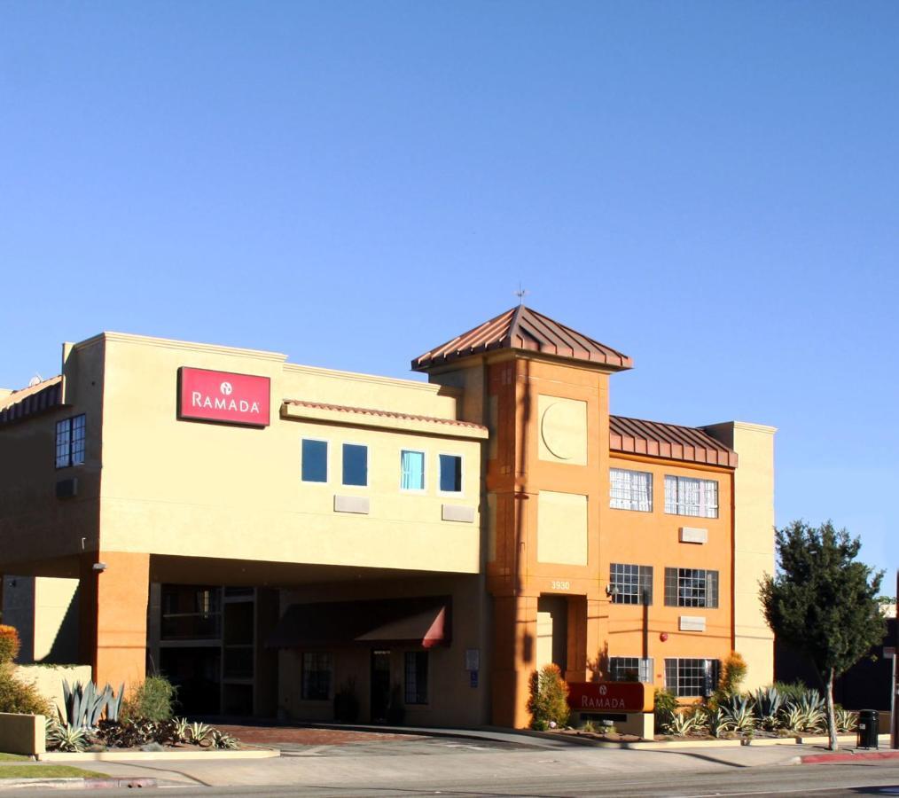 Отель  Ramada By Wyndham Culver City