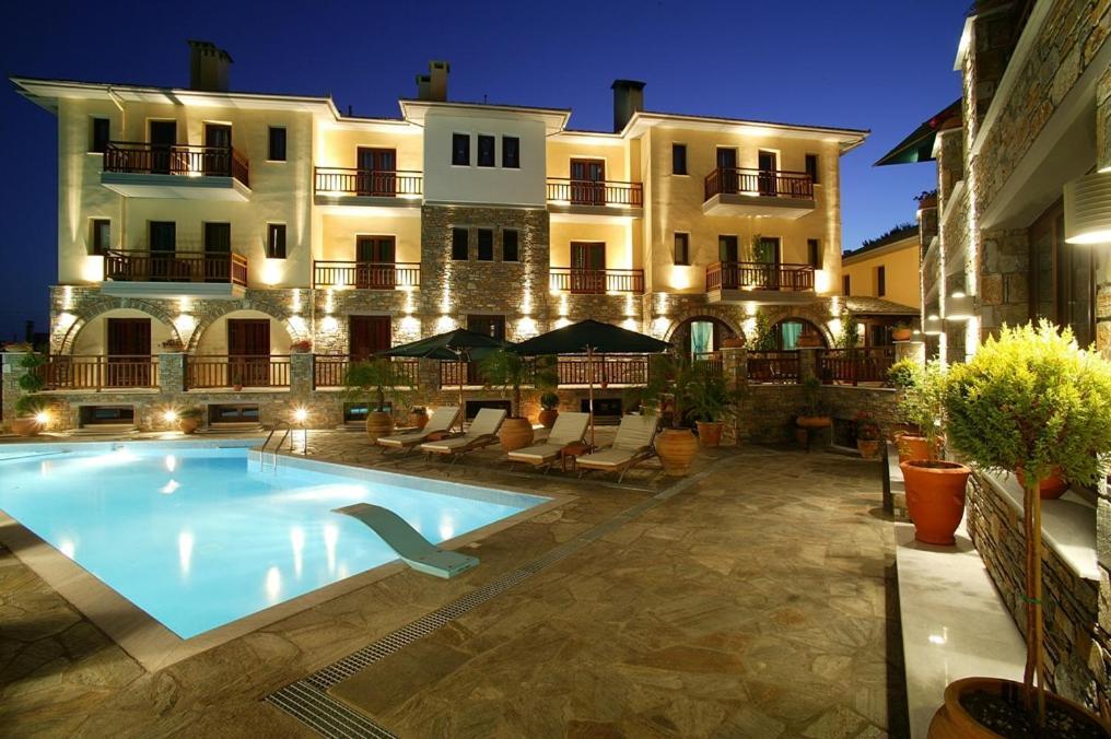 Отель  Maritsas Hotel & Suites