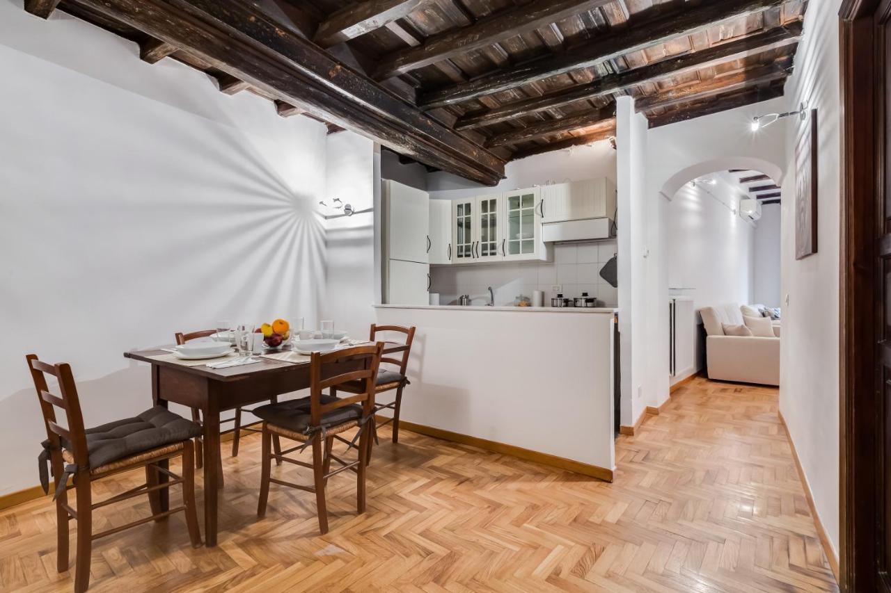 Parete Attrezzata Con Cornice cappellari charme apartment, rome, italy - booking