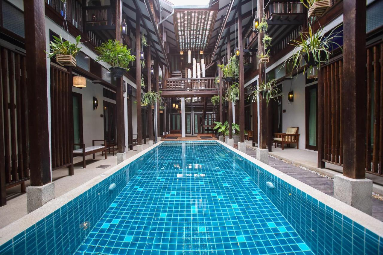 A piscina em ou perto de Ban Chang Tong