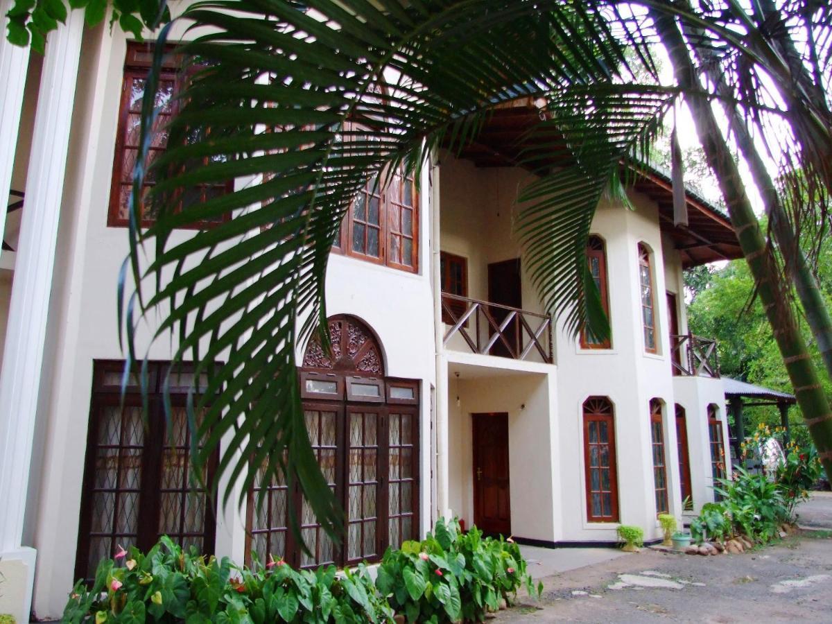 Гостевой дом  Tree Breeze Inn