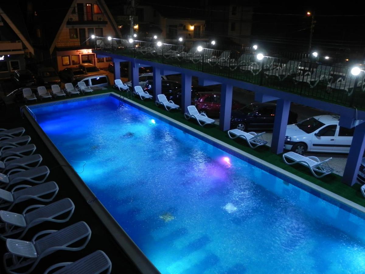 The swimming pool at or close to Pensiunea Iubesc Marea
