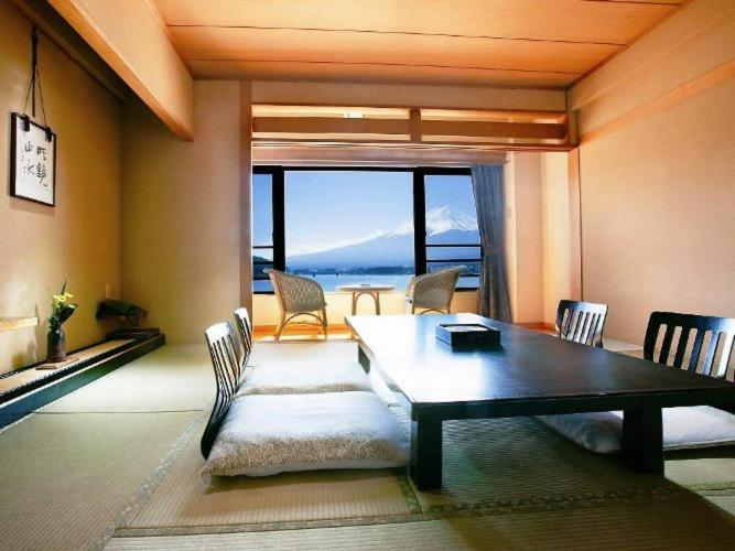 記念日におすすめのレストラン・秀峰閣 湖月の写真4