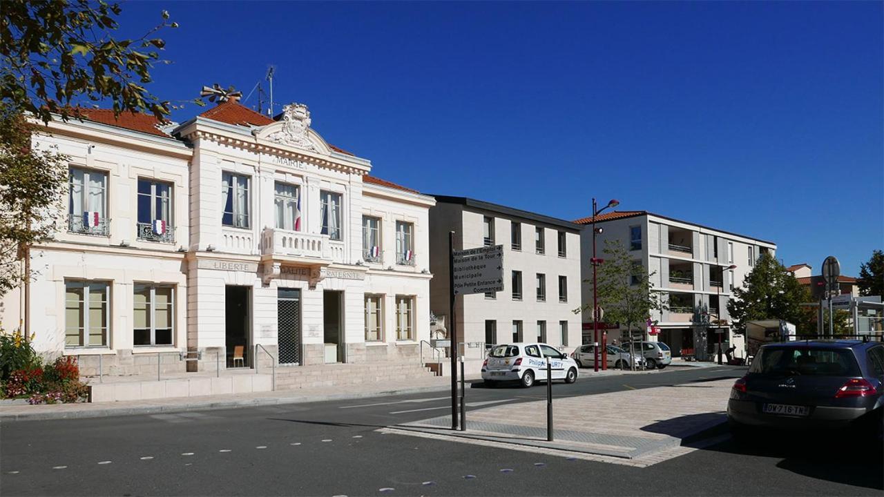 Bibliothèque Ste Foy Les Lyon apartment le relais du clocher, irigny, france - booking