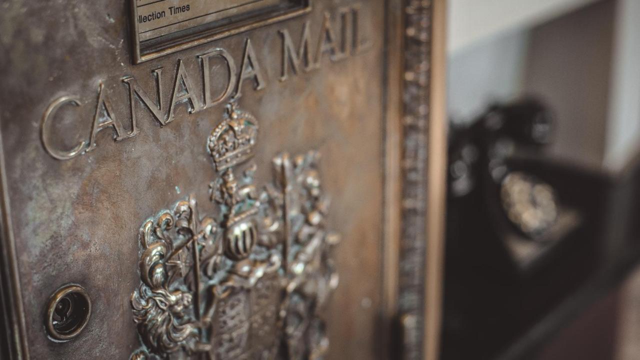 Leggi di età datazione canadese