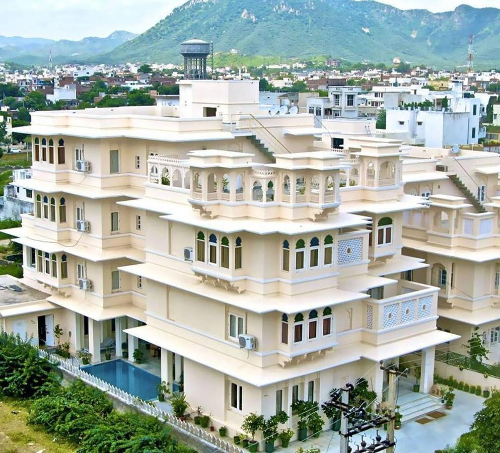 Отель  Akshay Niwas