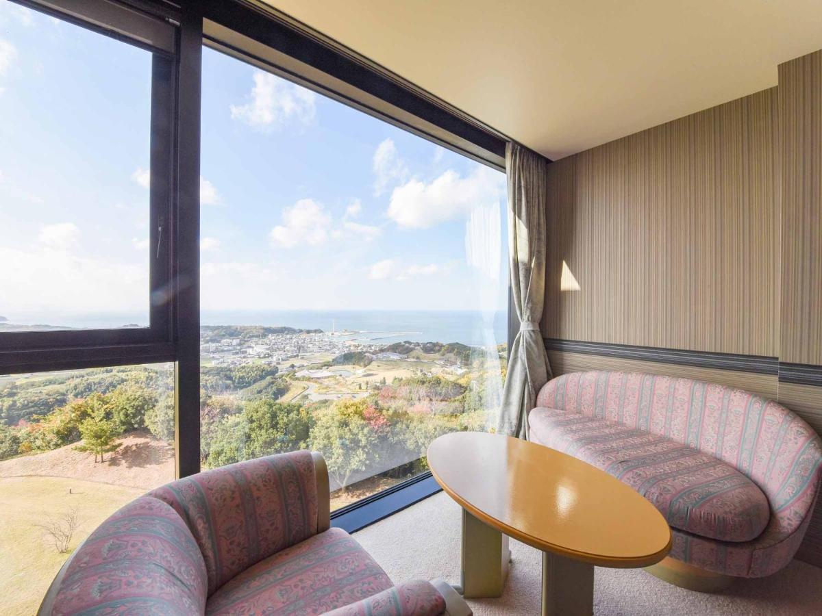 Отель  Spring Golf & Art Resort Awaji