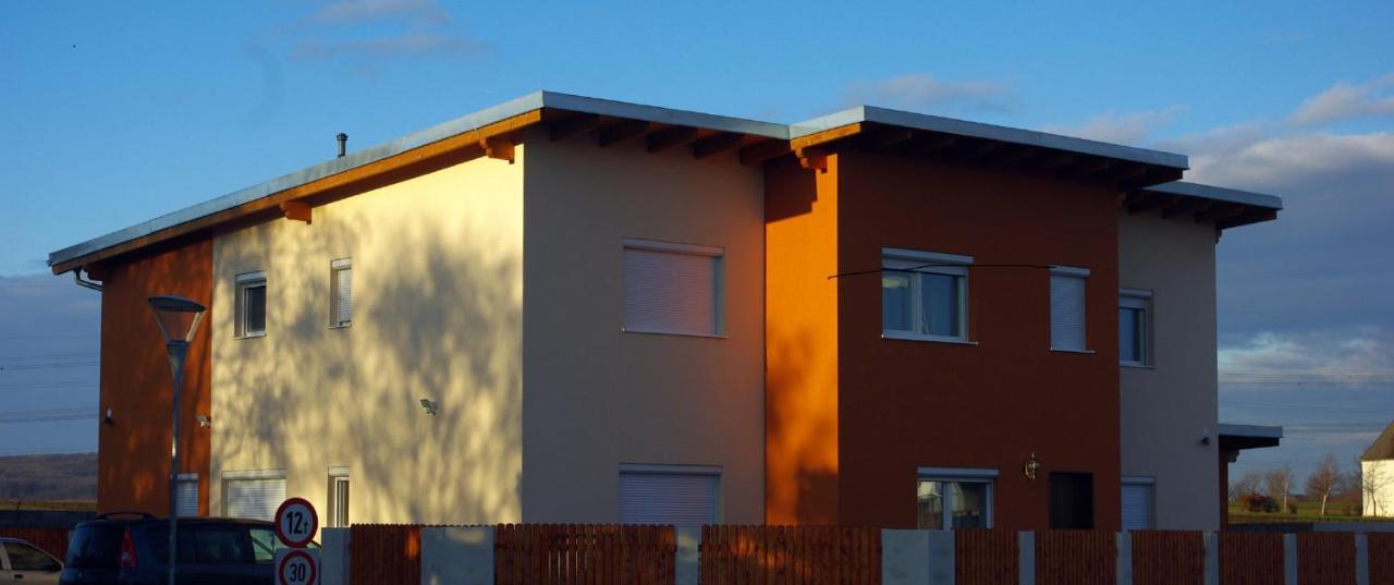 Holiday House Huszar 2 - Houses for Rent in Parndorf