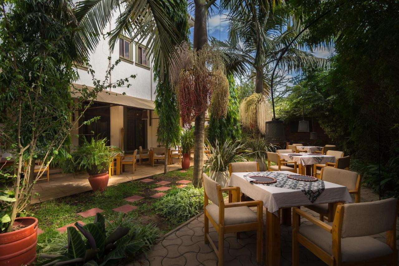 Um restaurante ou outro lugar para comer em The Lodge Tellamande