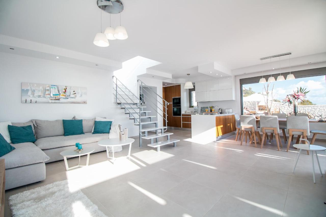 Stanza Studio In Casa francis & gregorys luxury villas, afantou – updated 2020 prices