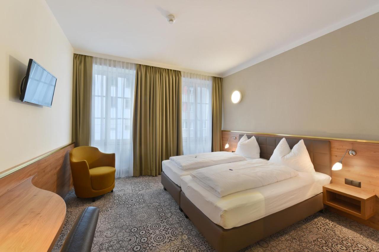 Отель  Hotel Zach