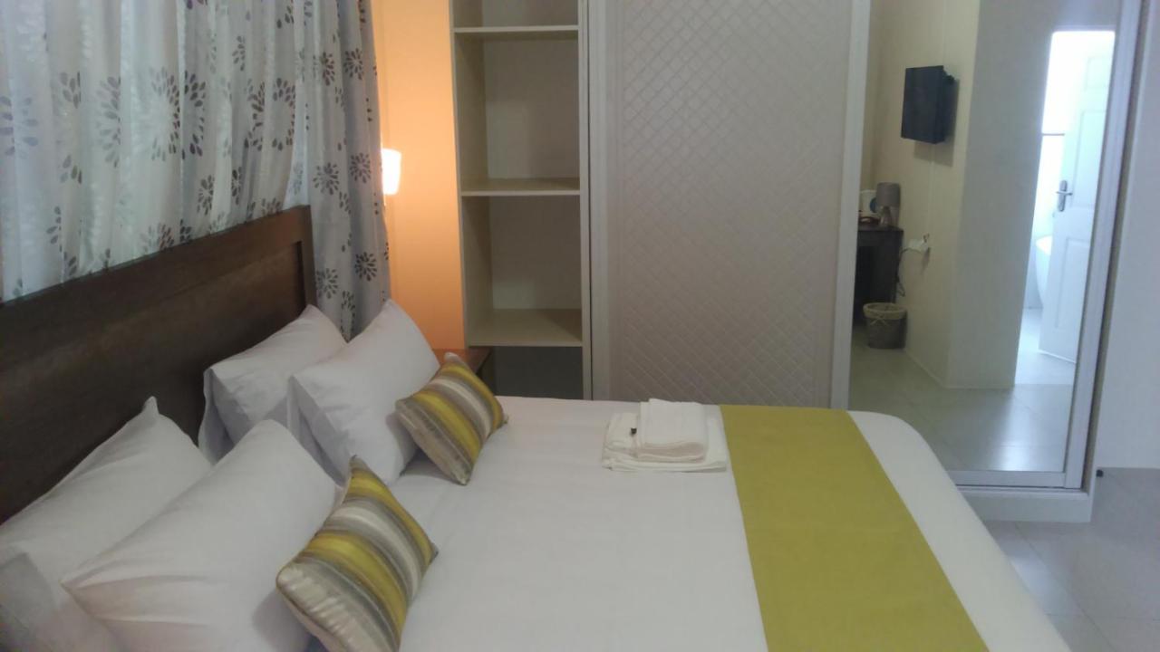 Отель типа «постель и завтрак» Отель типа «постель и завтрак» First Avenue Guest House