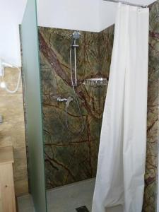 A bathroom at Gartler's Appartements