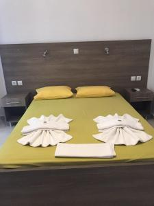 A bed or beds in a room at Paralia Rooms