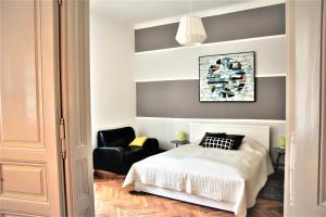 A bed or beds in a room at Apartment Park Ribnjak