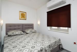 A bed or beds in a room at Nera luxery Apartments