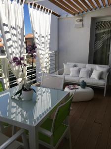 Area soggiorno di Cute Apartment With Terrace