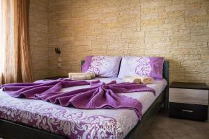 Een bed of bedden in een kamer bij Villa Alexander