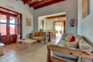 Een zitgedeelte bij Villa Bayón