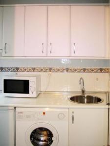 A kitchen or kitchenette at Apartamentos Olano C.B.
