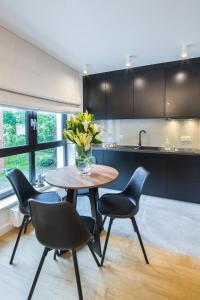 A kitchen or kitchenette at 7 Heaven