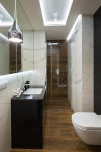 A bathroom at 7 Heaven