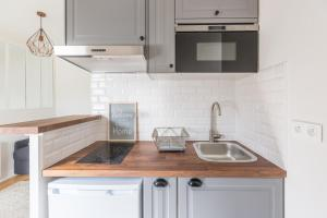 A kitchen or kitchenette at Assas-Vavin Appartements