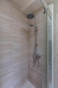 A bathroom at Assas-Vavin Appartements