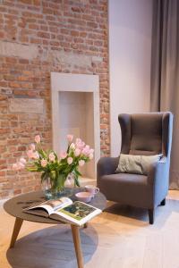 Een zitgedeelte bij Cadena Gallery Apartments