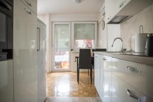 A cozinha ou cozinha compacta de Apartment Dawn