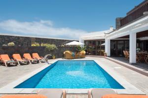 The swimming pool at or near Villa Daniela