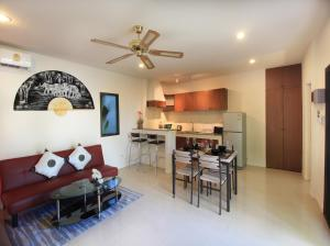 A kitchen or kitchenette at Coconut Grove Boutique Residence by Chattha