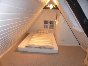Ein Bett oder Betten in einem Zimmer der Unterkunft Altstadt Lüneburg Ferienwohnung Neue Strasse-Auf dem Meere
