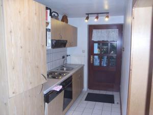 A kitchen or kitchenette at Ferienwohnung-Haus-Silvia