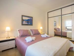 A bed or beds in a room at Apartment Edificio Playamar II